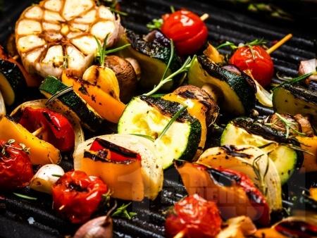 Вегетариански зеленчукови шишчета на скара с ароматна марината - снимка на рецептата